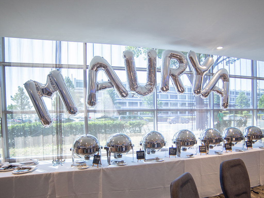Maruyas Party -balloons and food table