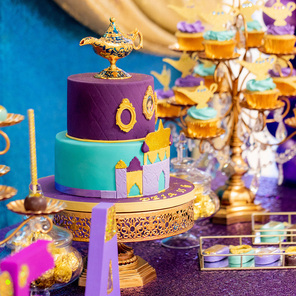 Aladin party table with cake